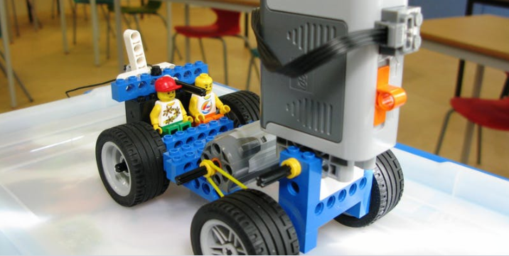 LYNEHAM HIVE  LEGO Engineering Family Workshop at REME Museum     LEGO Engineering Family Workshop at REME Museum Lyneham   1st August at  10 30 am   13 00 pm