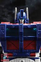 Transformers Kingdom Ultra Magnus 04