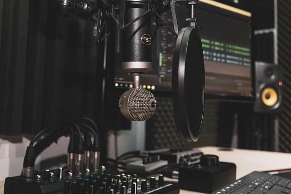 Apa itu Podcast? Ketahui Definisi dan Contohnya
