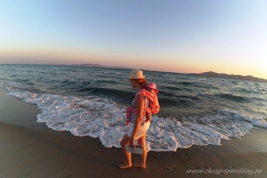 Прогулка с грудничком по берегу моря