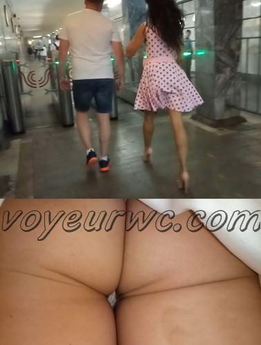 Upskirts 4319-4328 (Secretly taking an upskirt video of beautiful women on escalator)