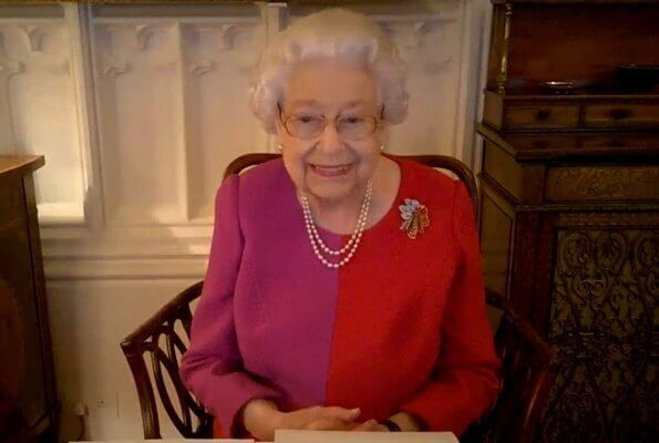 The Queen wearing her beautiful red and pink colour-block dress and her Golden Trellis brooch