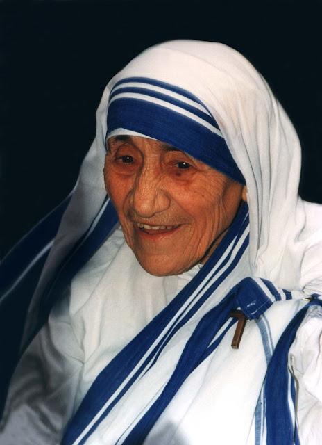 Short biography of Mother Teresa in english