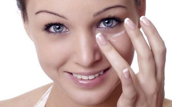 Bí quyết giúp da trắng sáng & mượt tóc từ trứng gà