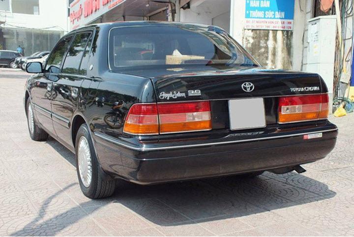 'Xe lãnh đạo' Toyota Crown gần 30 năm tuổi tại Việt Nam
