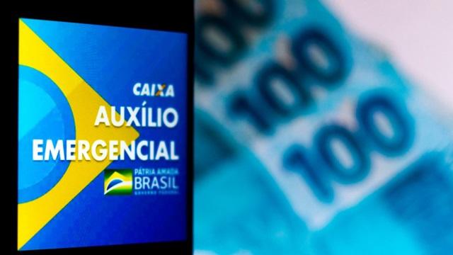 Ministro Paulo Guedes confirma prorrogação por dois meses do auxílio emergencial