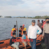 Bhabinkamtibmas Desa Cikoang, Dampingi Team SAR, Masih Mencari Bocah Diduga Tenggelam