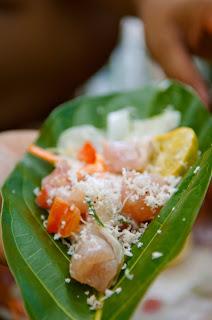 a Thaiti si mangia pesce marinato con il cocco