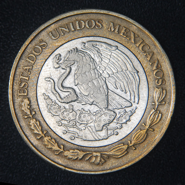 Coin photographed using the axial lighting setup