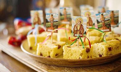festa junina arraia arraial junino mesa guloseima comida decoração diy ideia dica arrumar arrumação diferente gourmet elegante bonito bolo santo são