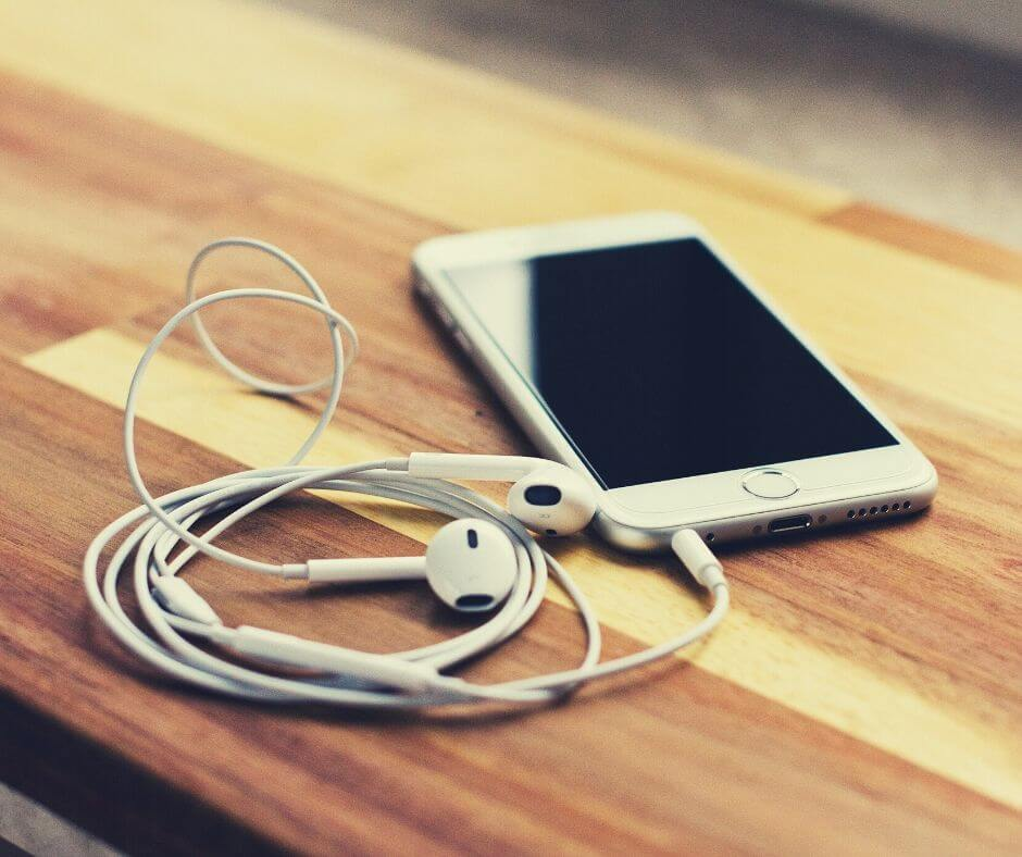 Reading, Listening, Watching 1 | Listening to podcasts is useful for research.
