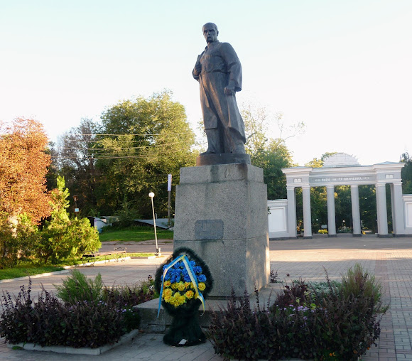 Бердичев. Памятник Т. Г. Шевченко возле парка им. Шевченко