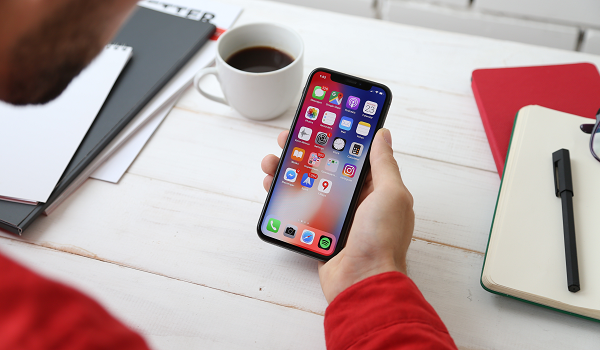 iOS 13 the ability to transfer data between two iPhones via a direct wired connection