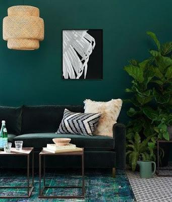 warna hijau tua pada ruangan