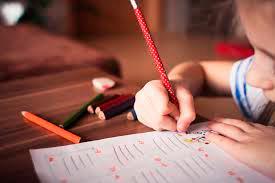 Colegios creen les violan derechos al negarles clases presenciales