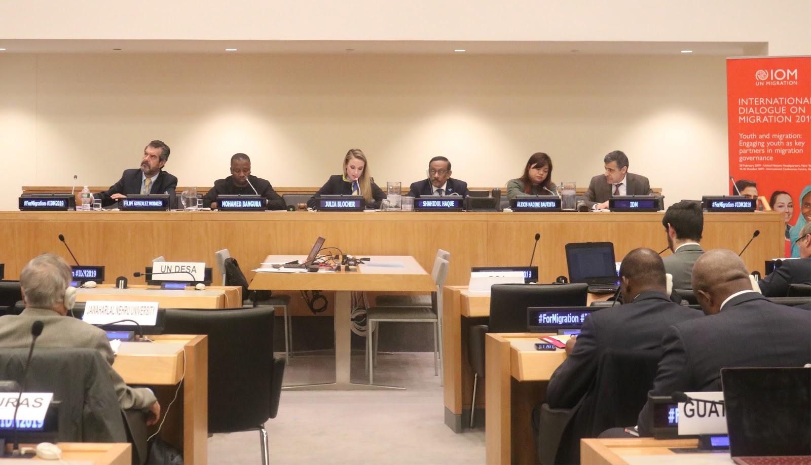 معالي السيدة جوليا بلوتشر رئيس الإتحاد الدولي للشباب مترأساً الجلسة