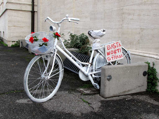 Basta morti sulla strada, stop road deaths, ghost bike, piazza del Municipio, Livorno