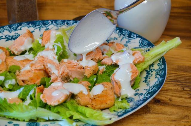 Las delicias de Mayte, recetas saludables, ensaladas con salmon, recetas, ensalada con salmon y salsa de queso azul, ensalada con salmon fresco, ensaladas con pescados, recetas de cocina, ensalada con salmon a la plancha,