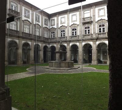 claustro de antigo convento