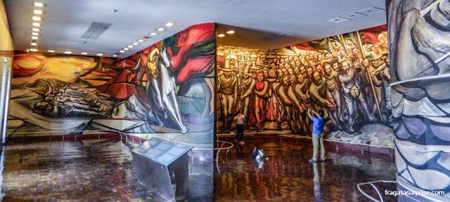 """Mural """"Do Porfiriato à Revolução"""", de David Alfaros Siqueiros, no Castelo de Chapultepec - Museu de História do México"""