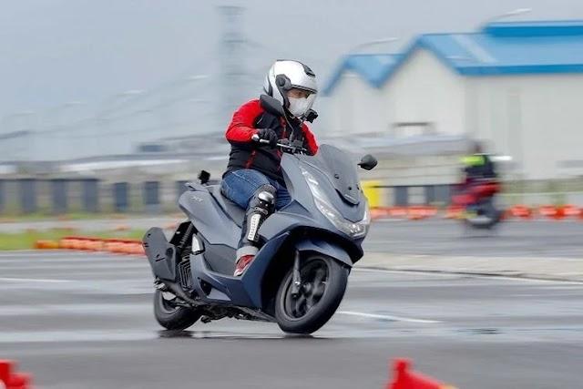 Mengulik 4 Hal yang Bikin Honda PCX 160 Jadi Salah Satu Pemenang Otomotif Award 2021