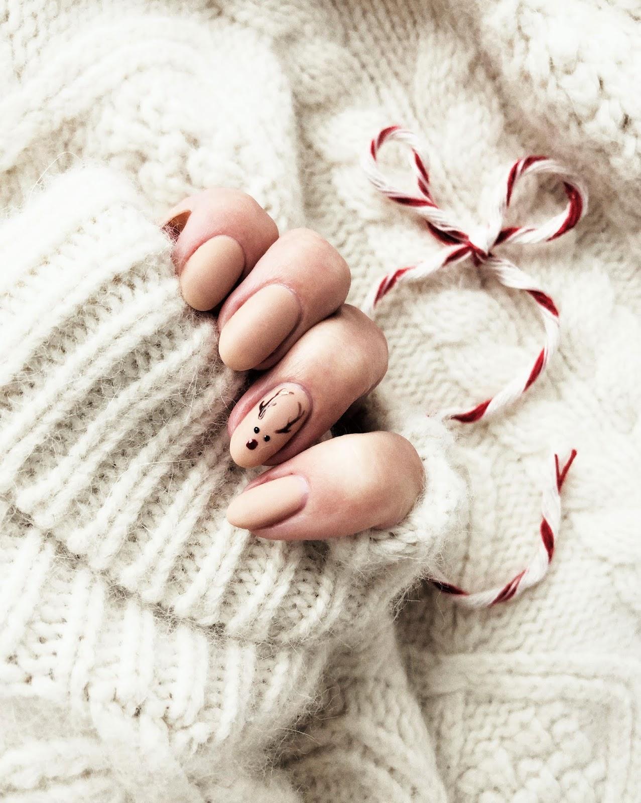 Najsłodsze świąteczne pazurki ever - renifer na paznokciach