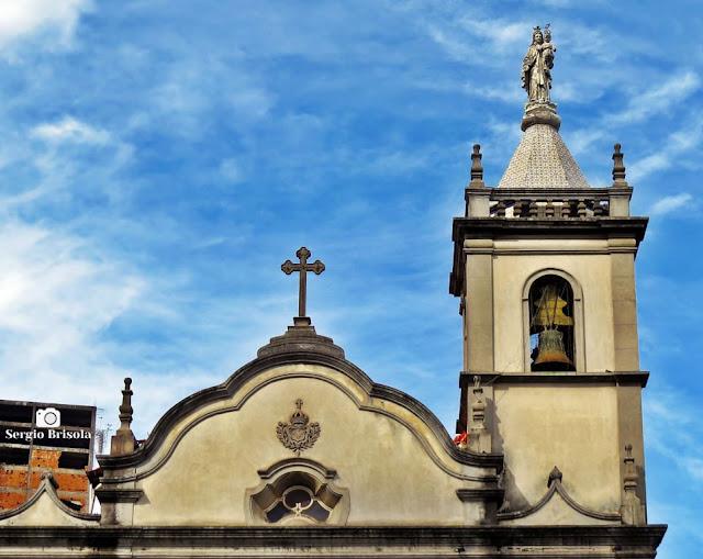 Close-up do coroamento e torre da Igreja Nossa Senhora do Carmo - Sé - São Paulo