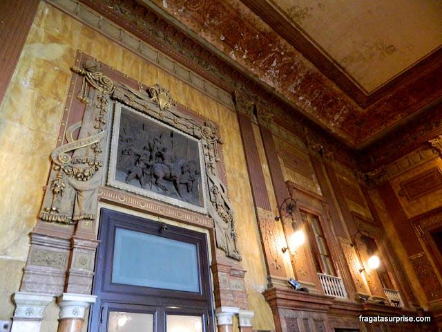 Vestíbulo decorado em mármores do Teatro Massimo, Palermo, Sicília