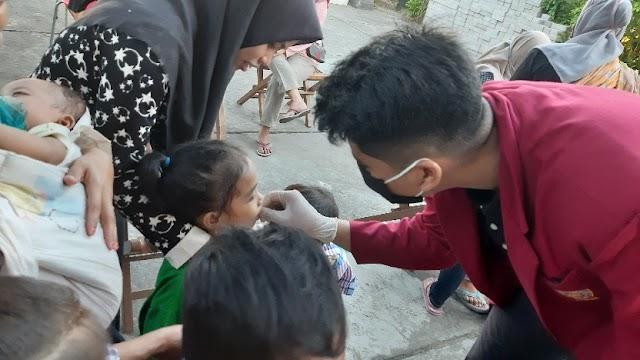 Mahasiswa UMM Ikut Serta Membantu Kegiatan Posyandu di Kelurahan Gunung Sekar Sampang