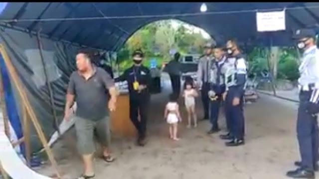 Tak Mampu Beli Susu saat Wabah Corona, Pria Ini Serahkan Anaknya ke Petugas PSBB
