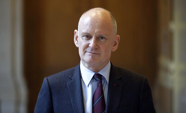 Affaire Christophe Girard : le parquet de Paris ouvre une enquête pour «viol par personne ayant autorité»