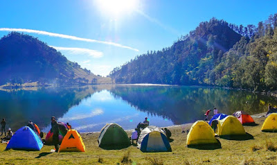 Sekarang ini aktifitas pendakian atau pun hiking tampaknya sedang banyak diminati oleh p Tempat Wisata Ranu Kumbolo, Surga Tersembunyi di Kaki Mahameru