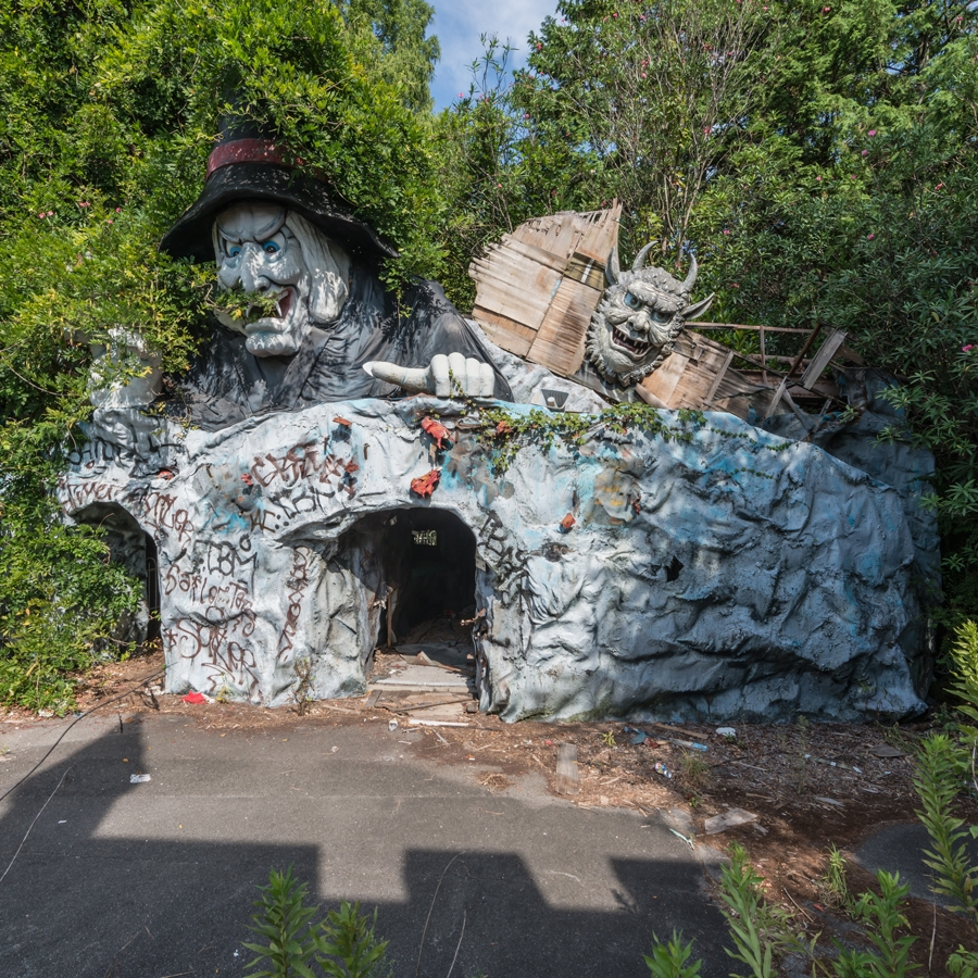 14-Cave-Grotto-of-Horrors-Photographs-of-Abandoned-Amusement-Park-Nara-Dreamland-in-Japan-www-designstack-co