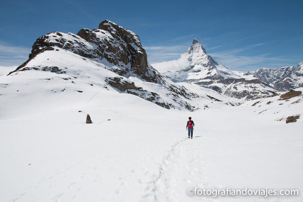 Matterhorn o monte Cervino camino al lago Riffelsee