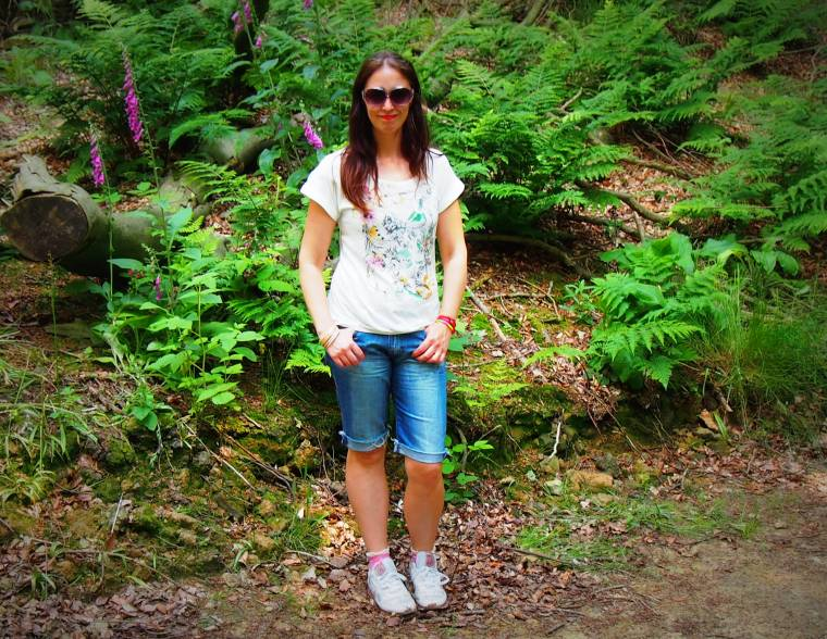 Upcycled Trainers, Cut Off Jeans And A Day Exploring In Bakewell.