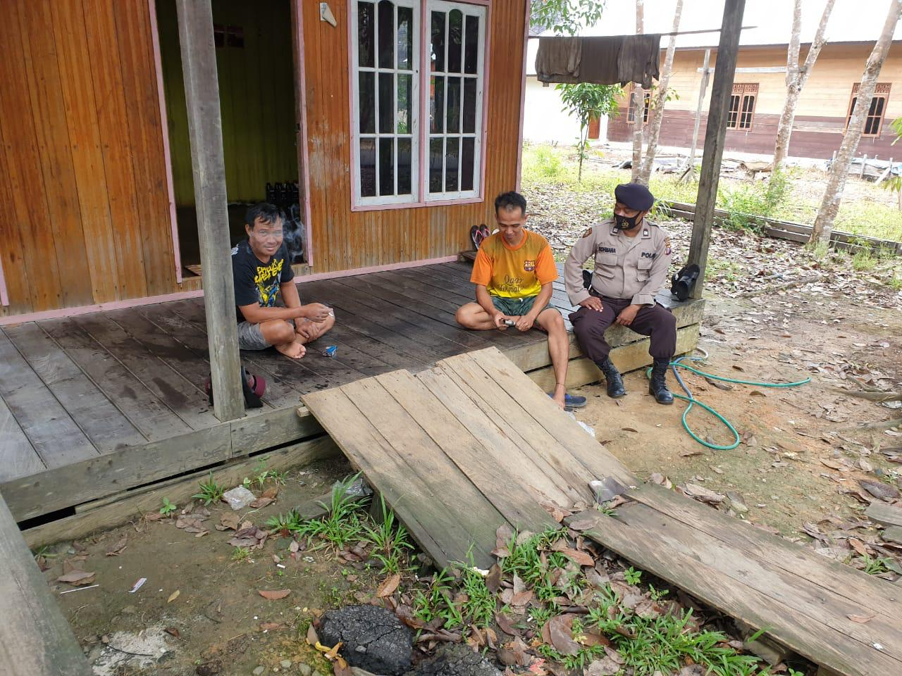 Sambangi Warga Desa Benangin I, Anggota Polsek Teweh Timur Berikan Himbauan