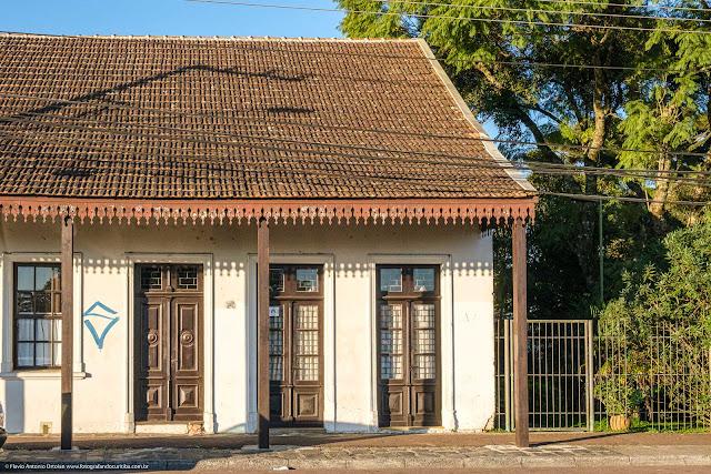 Casa com lambrequins - portas