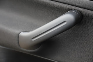 Passenger door handle replaced on VW Golf MK4 Bora