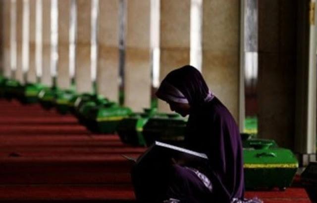 Suara wanita membaca al quran