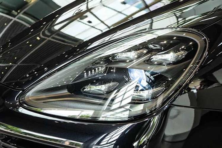 Hoa hậu Hương Giang 'tậu' Porsche Cayenne 2020 gần 5 tỷ đồng