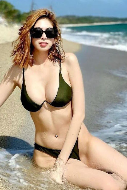 Hot and sexy big boobs photos of beautiful busty asian hottie chick Pinay booty game streamer Essy Lee photo highlights on Pinays Finest sexy nude photo collection site.