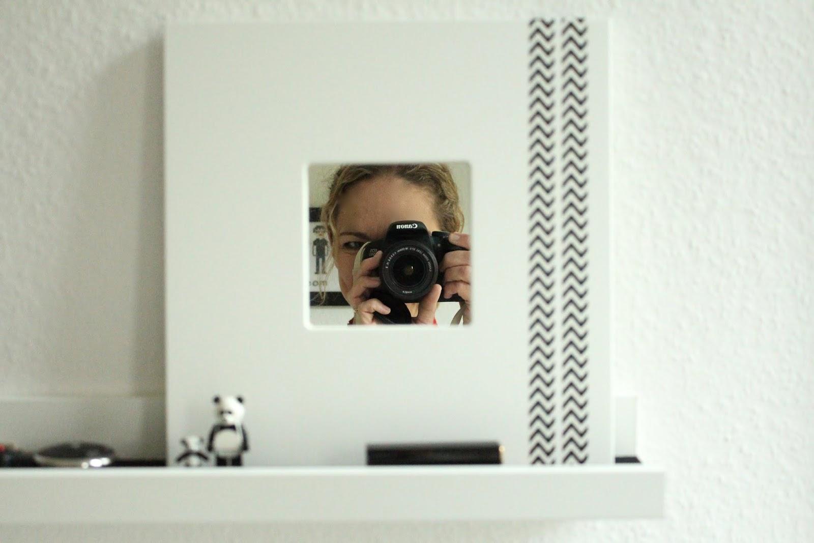 Kleiner mit spiegel interesting jhdt kleiner in with for Spiegel zum aufstellen