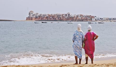 statiunea-bouznika-Maroc-plaja-pareri