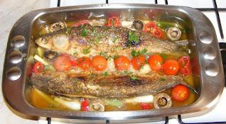 Peste chefal prajit la tigaie cu legume reteta de casa pescareasca cu rosii cherry ciupeci usturoi ceapa retete culinare mancare mancaruri cu pește preparate,