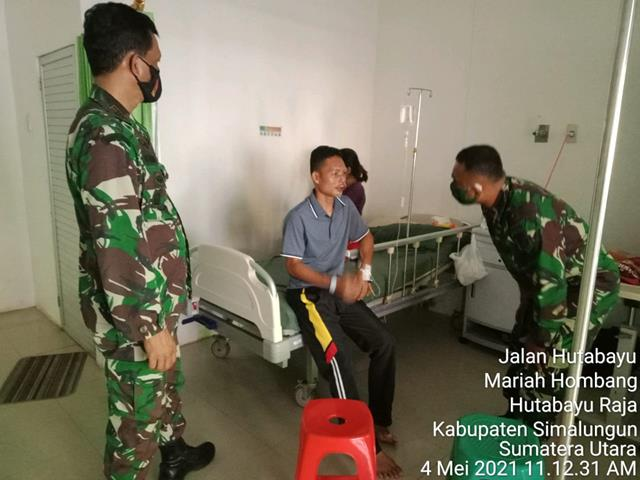 Personel Jajaran Kodim 0207/Simalungun Sakit, Kompak Jenguk Kerumah Sakit Oleh Danramil