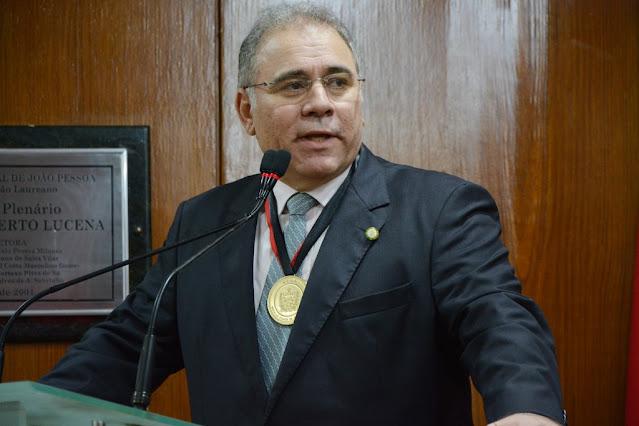 Jair Bolsonaro escolheu o médico cardiologista Marcelo Queiroga como novo ministro da Saúde