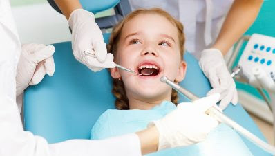 Agar si kecil tidak takut diajak ke dokter gigi.