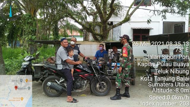 Dengan Komsos Lakukan Interaksi Sosial, Personel Jajaran Kodim 0208/Asahan Edukasi Covid-19 Kepada Warga Desa Binaan