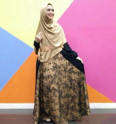 Model Kebaya Muslim Modern Terbaru Ala Ustadzah Oki Setiana Dewi