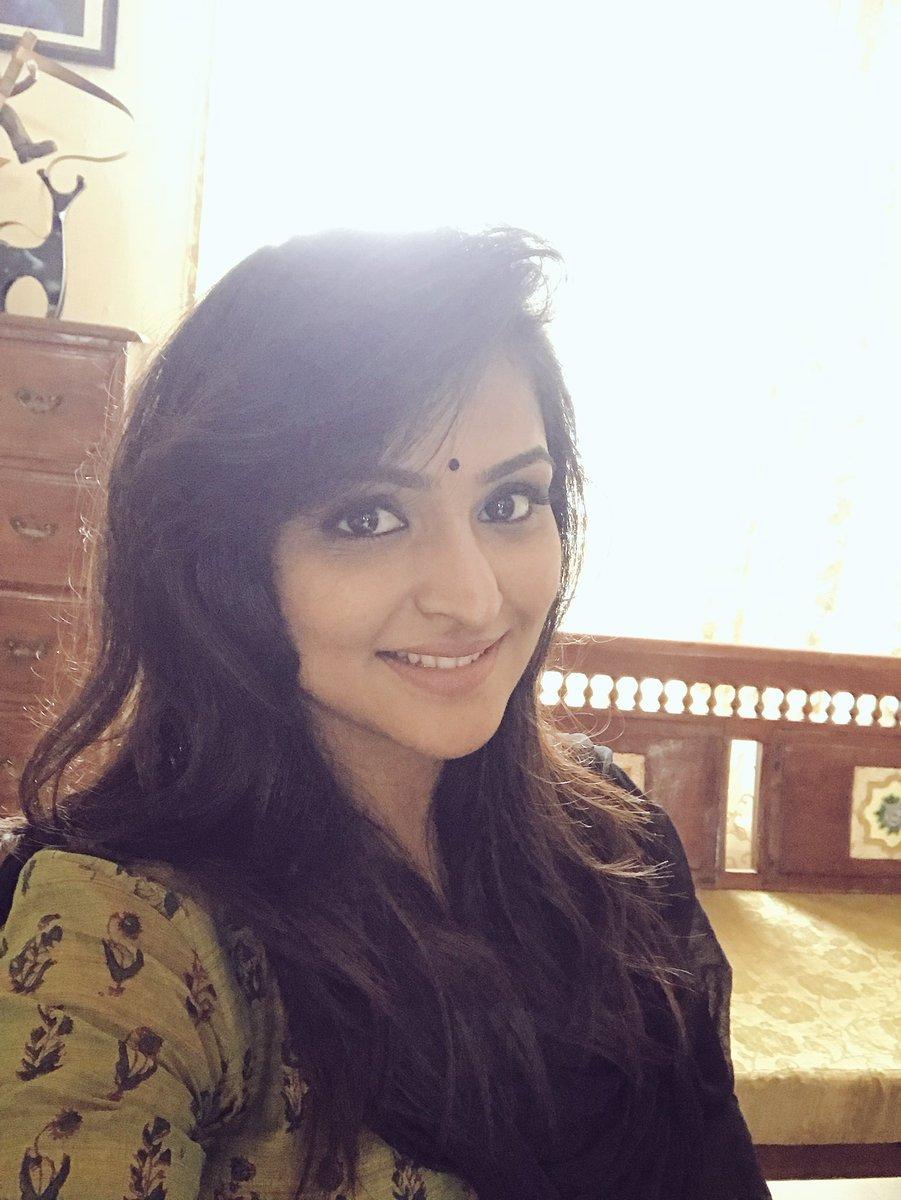 Actress RamyaNambeesan Latest HD Photos